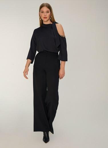 NGSTYLE Zincir Detaylı Bluz Siyah
